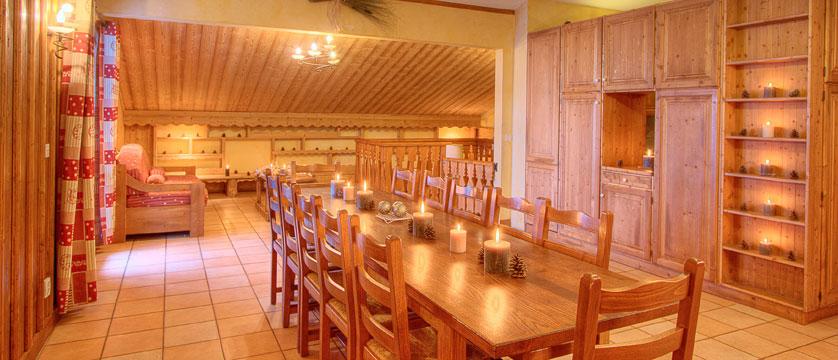 France_La-Plagne_Balcons-de-Belle-Plagne-Apartments_Living-dining-area3.jpg